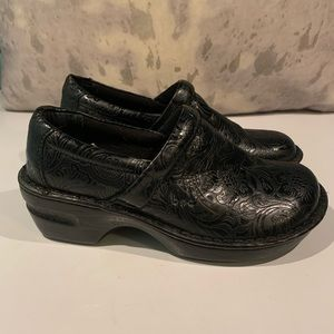 SUPER DUPER COMFORTABLE BOC PATTERNED SHOES 7.5